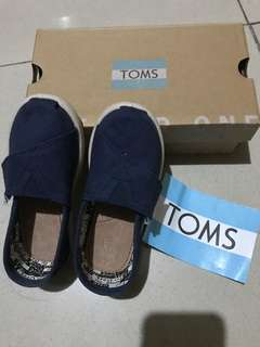 23a3805d9c2 TOMS toddler shoes