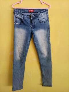 Celana jeans logo
