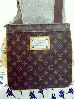 🚚 LV Body Bag/Shoulder Bag *Unisex*