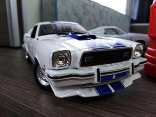 GreenLight Collectibles Charlie's Angels 1976 Ford Mustang Cobra II White/Blue 1:18