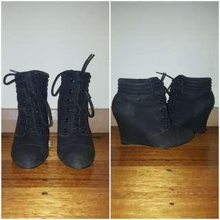 High heel boots size 7