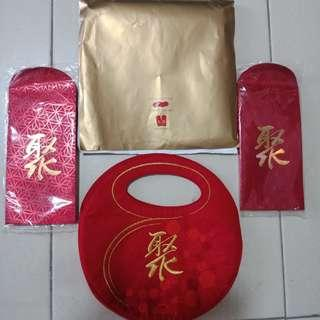 🚚 Ang Pow red packet set from Singtel with 2 red packets and pouch