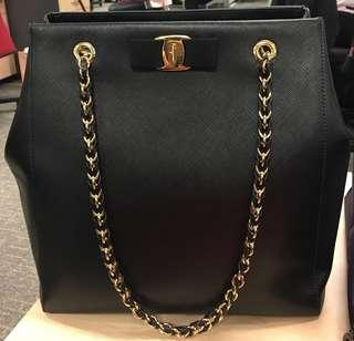 204482afb4 Like New Ferragamo bag