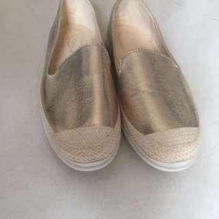 🚚 軟Q玫瑰金休閒鞋