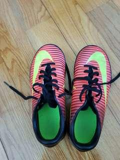 nike football shoes EU 32, CN200