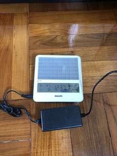 Philips HF3332 能量燈。可作靜音鬧鐘使用