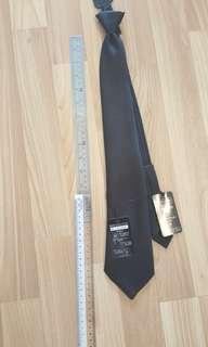 🚚 New: pre-tied tie black