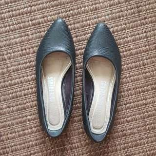 Black Snake Skin Pointed Flats Sz 37