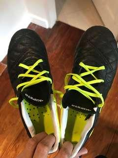 Soccer shoes. Almost new. Hardly worn.1.5US size