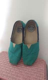 Wakai sepatu biru telor asin original