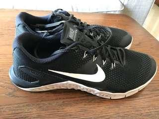 Nike ID Metcon 4 (6months old, lightly used)