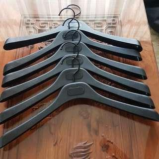Hangers: 6 solid light weight hangers.