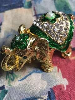 Fengshui crystal green elephant 6cm