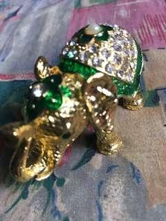 Fengshui crystal green elephant 8cm