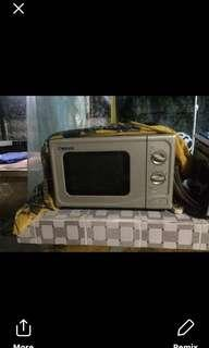 Used/ but not abused microwave oven
