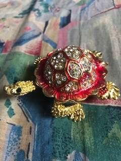 Fengshui red crystal turtle 9cm