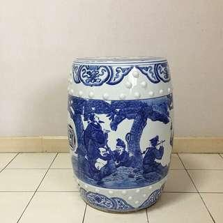 An old blue n white Chinesr stool height 48cm diameter 29cm perfect