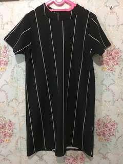 Dress list hitam
