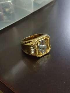 Ring with dollar sign