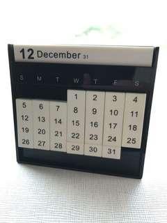 📆 二手 95%新 創意 座枱月曆 Desk Calendar