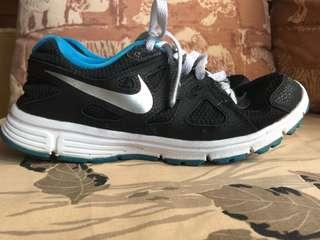 Nike Revolution Kids Size 7Y