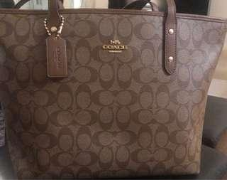 NWT Coach Signatur Crossgrain brown Leather City Zip TOTE. Price is firm