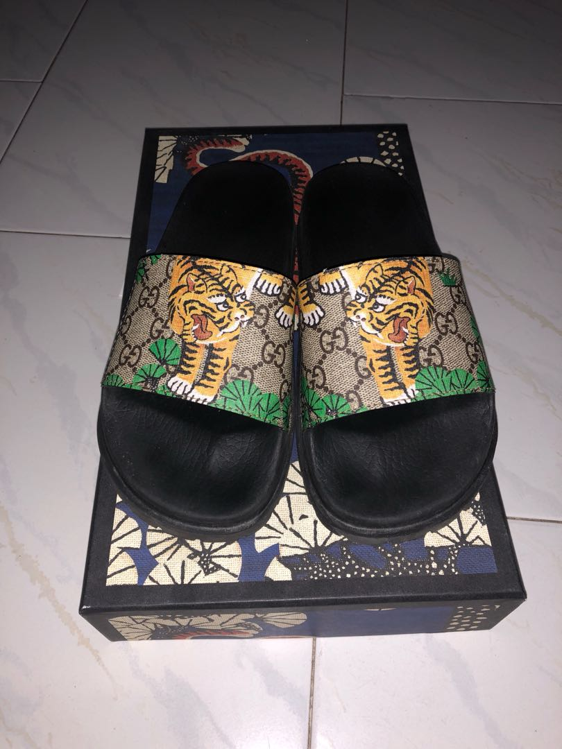 4b12b8810 Gucci Bengal Supreme Slides, Men's Fashion, Footwear, Slippers & Sandals on  Carousell