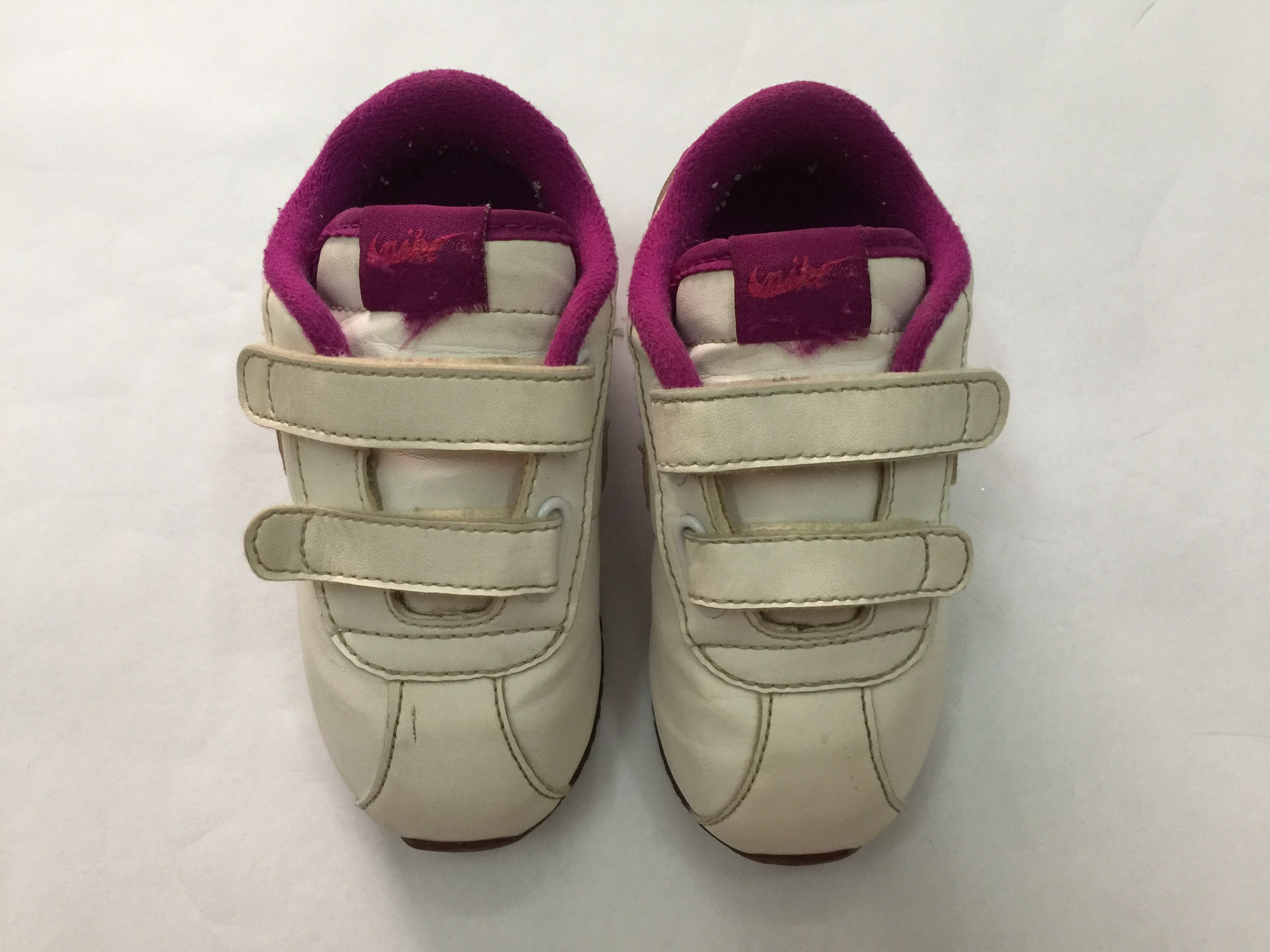8d4d5bdc1 Pre-loved) WHITE   PURPLE - BABY GIRL - NIKE SHOES - SIZE 6.5 UK ...