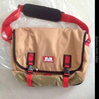🚚 North face Fausto messenger bag