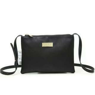 🚚 BNIP black small sling bag