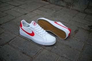 Nike court royale white red leather original