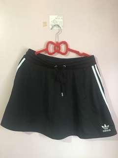 🚚 Adidas 黑色短裙