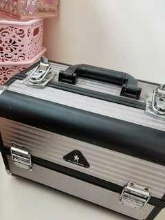 Professional Make up box with 6 container space