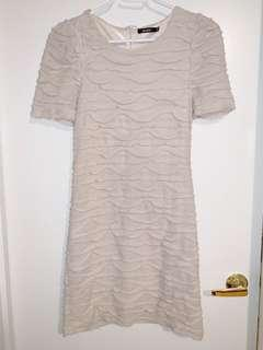 Fall Ruffle Dress / cream - size 6