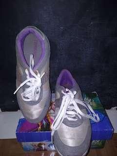 Sepatu olahraga cewek