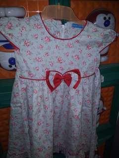 Gaun anak usia 4th