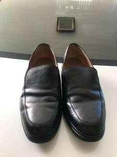 Sepatu bally orginal beli 8,5 juta size eu 7/1-2 us 8/1-2 dijual murah biasanya saya pakai size 42,klo merk saya pkai size ini