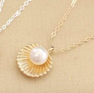 Clam necklace
