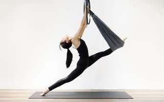 Aerial Yoga (Beginner) / Acro Yoga (Intermediate) for 1 Person (4 Classes)