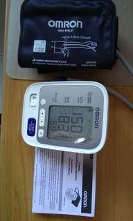 Like new omron 5 series blood pressure monitor