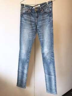 🚚 UNIQLO 合身牛仔褲。貼腿鉛筆褲。低腰瘦腿!修飾!skinny fit 24吋
