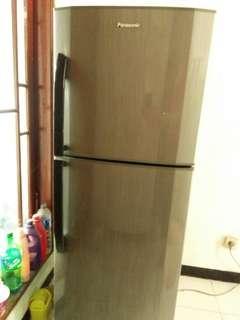 DEAL-KAN SEKARANG!! Kulkas 2 Pintu Body Mulus Bergaransi Kompresor 100% Berfungsi Baik Bandel Lokasi Cipondoh Tangerang