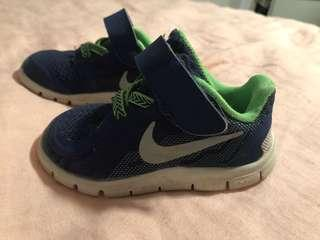 Baby boy Nike's size 21-4.5 fit my 12-18mth old