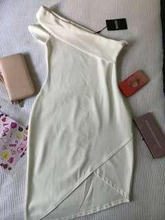 BRAND NEW ONE OFF SHOULDER DRESS