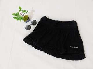 Black wavezone ruffles skirt