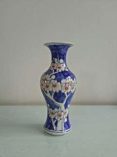 Republic period ceramic blue white and red Vase with underglaze painting height 20.5cm perfect