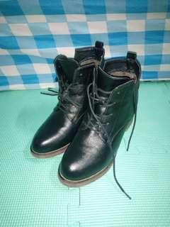 Negotiable price Leather high heeled boots