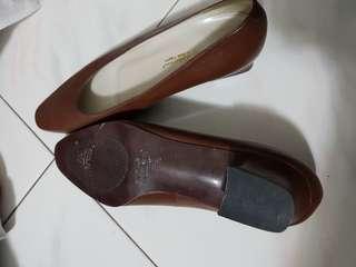 brown Hush Puppies 1 inch heel (new)