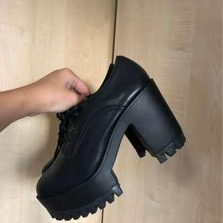 nobrand black chunky boots (size 6)