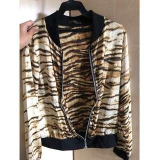 nobrand leopard print bomber jacket (fits S)